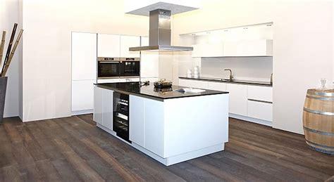 küche mit kochinsel modern kochfeld idee k 252 cheninsel