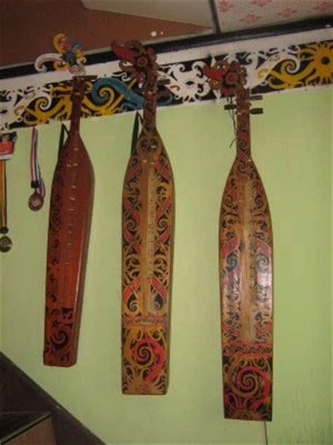 Dengan adanya beberapa provinsi tersebut, maka tidak heran lagi kalau kalimantan juga memiliki beragam jenis seni serta budaya yang menarik. SAMPEK (alat musik khas Dayak) ~ KANAK KUTAI HULU