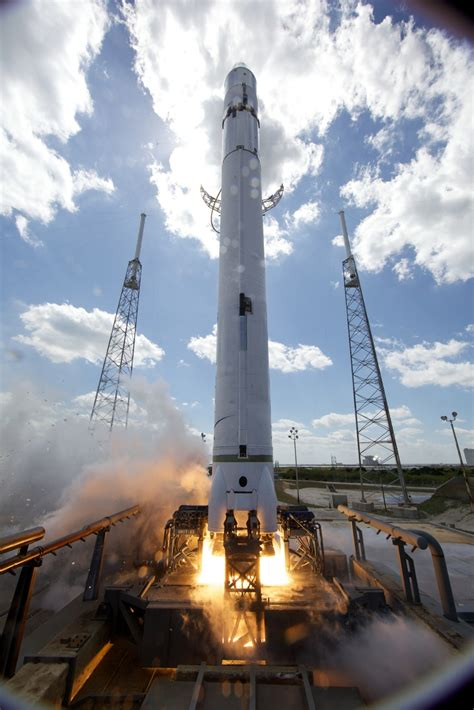 spacex falcon  rocket  launches collectspace messages