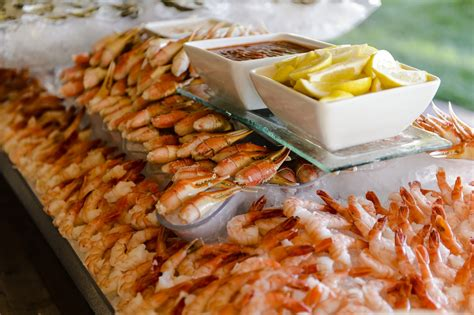 Tasteful Food Tips To Offer Your Wedding Guests