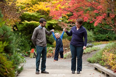 family photography at bellevue botanical garden nigel j