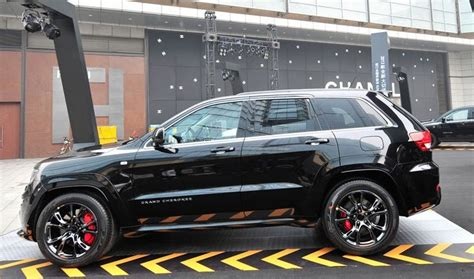 chrysler launches jeep grand cherokee srt black edition
