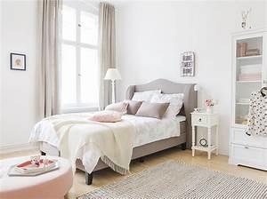 Schlafzimmer Rosa Grau : ein schlafzimmer lieblingslook fein und fabelhaft ~ Frokenaadalensverden.com Haus und Dekorationen