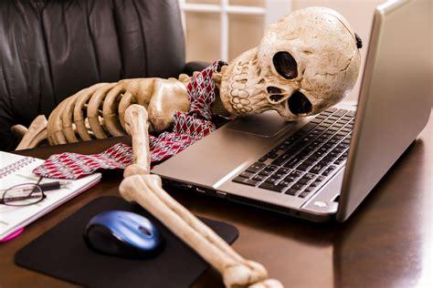 Skeleton Computer Meme - people waiting for that dip be like litecoinmarkets