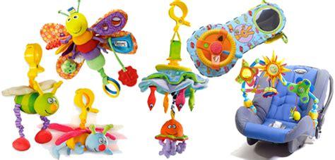 jouet siege auto des jouets d 39 éveil et d 39 activités pour occuper bébé en