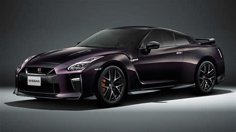 nissan introduces  japan  limited edition gt