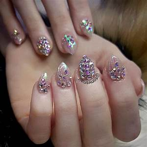 Short Stiletto Nails Seeking Attention | NailDesignsJournal.com