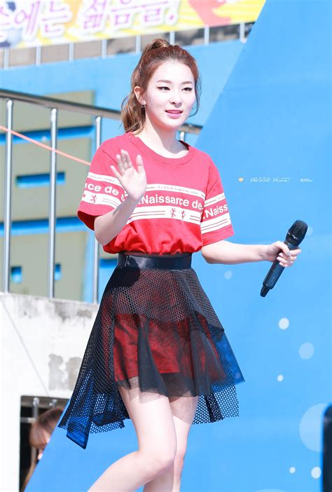 outfits prove red velvet seulgi sexiest