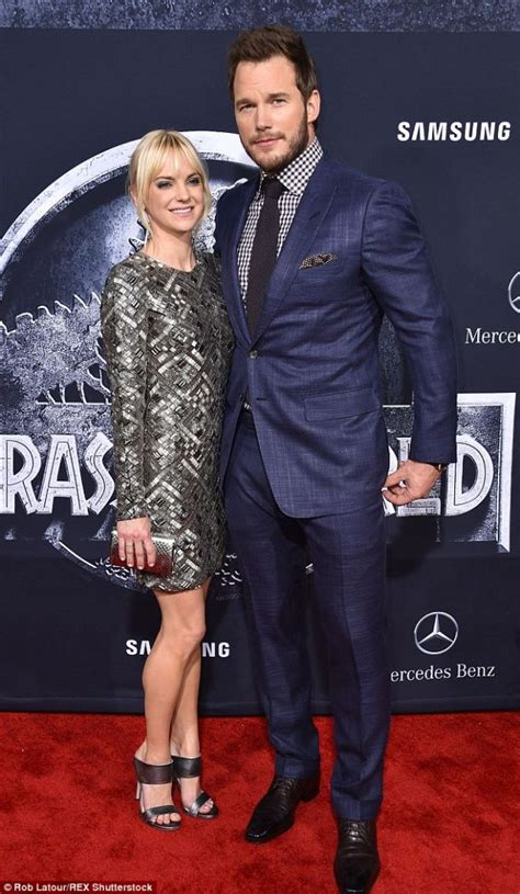 jurassic world actress shoes anna faris is perfectly polished in pewter heels shoes post