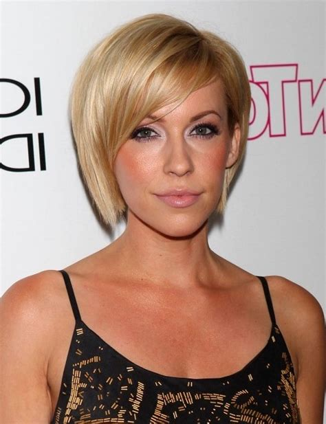 farah fath chic side parted haircut for oval faces