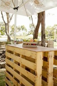 Bar Exterieur Bois : salon de jardin palette bois fabrication avantages entretien ~ Teatrodelosmanantiales.com Idées de Décoration