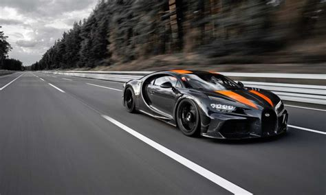 Instead, we'll use the proper hypercar metric: Chiron prototype sets a new world record with 490 km/h top ...