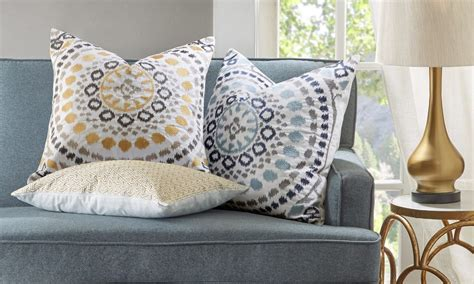 How To Use Decorative Pillows In The Living Room