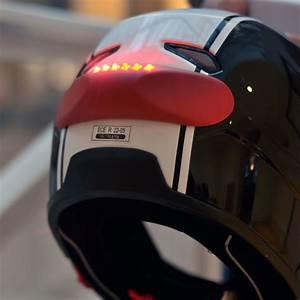 Feu Stop Moto : cosmo connected un feu stop pour casque moto ~ Melissatoandfro.com Idées de Décoration