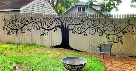 Backyard Fence Decor by 15 Who Took Their Backyard Fences To Another Level