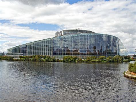 siege du parlement europeen le tgv bruxelles strasbourg vient soutenir le siège
