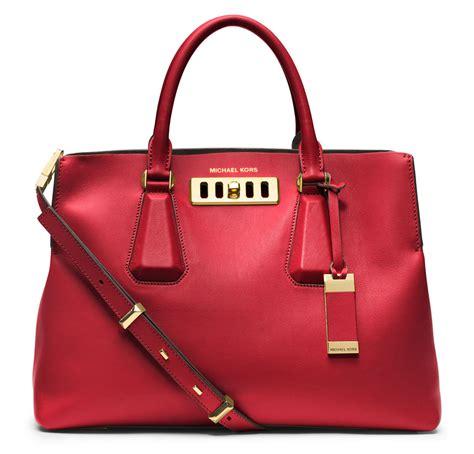 top   selling handbag brands   world