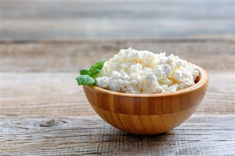 what does cottage cheese look like what cottage cheese tastes like and how to eat it