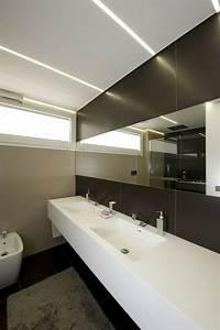 eclairage indirect et interieur blanc minimaliste dans une With eclairage indirect salle de bain