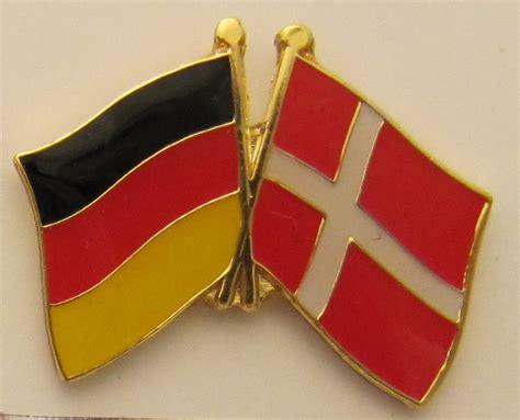 Es gibt direktflüge von deutschland nach dänemark am montag, donnerstag, freitag und samstag. Dänemark / Deutschland Freundschafts Pin Anstecker Flagge Fahne Nationalflagge - Kaufen bei ...