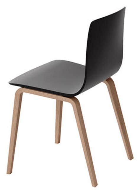 chaise noir et bois chaise aava pieds bois noir pieds bouleau naturel arper