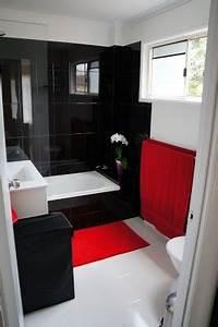 Black white red bathroom chateau de howes interior for Black white and red bathroom decorating ideas