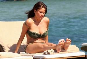 Upskirt Celebs: Sofia Vergara's bikini body