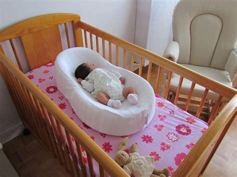 comment faire dormir bébé dans sa chambre top produits bébé le cocoonababy de castle