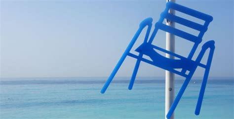 la chaise et bleue sabine géraudie décline la chaise bleue niçoise