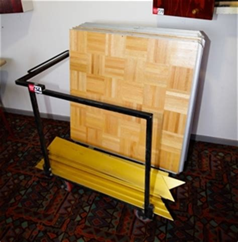 Sico Floor Used by Portable Floor Sico Comprising 9 Parquet Panels