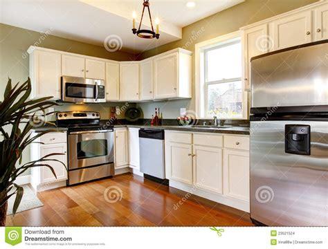 cuisine verte et blanche cuisine neuve blanche et verte classique images stock