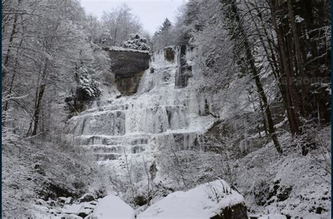 jura la cascade de baume les messieurs des combes et du h 233 risson prises dans les glaces