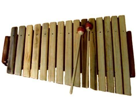 Yaitu alat musik yang berfungsi untuk menghasilkan sebuah nada atau melodi lagu, seperti seruling, saksofon, pianika, harmonica, flute. Mengenal Alat Musik Kolintang - Joebilly Guitars