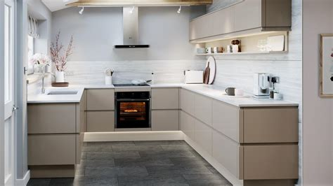 clerkenwell gloss pebble kitchen fitted kitchens howdens