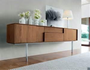 schlafzimmer modern aus holz sideboard modern holz mit schiebetüren in einem zeitgenössischen stil und fuß hohe aus edelstahl