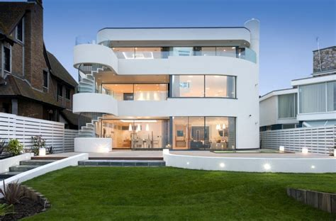 A house near to Harry Redknapp in millionaires' resort for