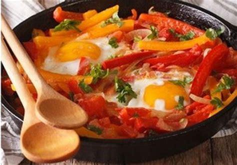 cuisine basque recettes piperade basque recette française sur gourmetpedia