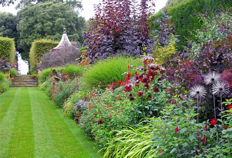 borders for gardens the border at hidcote susan rushton