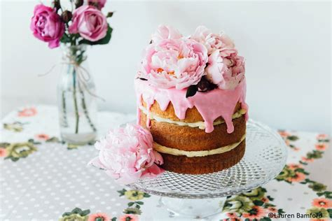 decorate cakes  edible flowers cupcake project