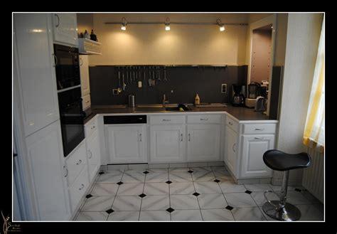 carrelage cuisine blanc relooking cuisine en blanc brillant