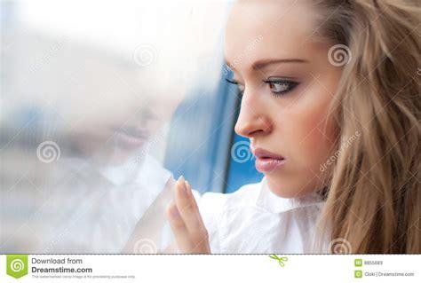 traurige frauen bilder junge traurige frau stockbild bild mourn ausdruck 8855683