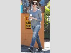Anne Hathaway Casual Style Out in Hollywood November 2013