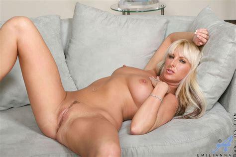 Showing Porn Images For Emmiliana Porn Handy Porn Net