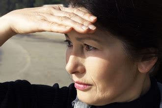 eye sensitivity to light photophobia light sensitivity learn about causes and
