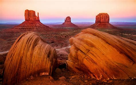 monument valley national park figures  rock vaarsko