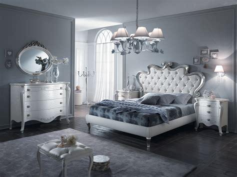 Bonetti è specializzata nella progettazione e installazione di camere da letto per ragazze su misura per ogni esigenza. Camera da letto bianca e argento: ecco 15 idee che vi ...
