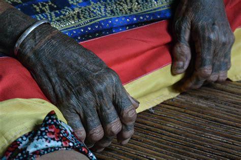 vik generasi terakhir perempuan dayak berkuping panjang