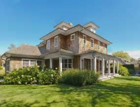 Homes with Cedar Shake Siding