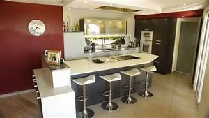 cuisine ouverte avec ilot table maison design bahbecom With cuisine ouverte avec ilot central