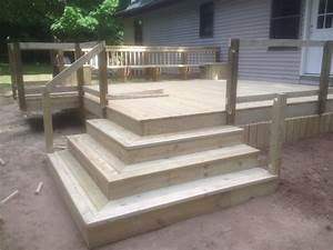 Deck with corner stairs and grill bump out Pro